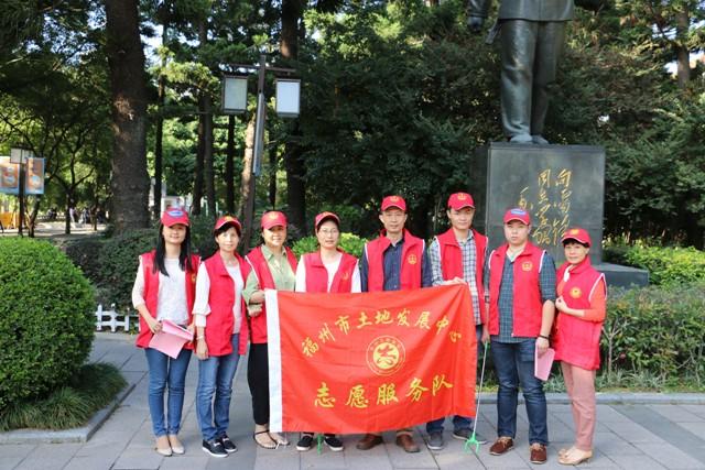 """中心机关总支于11月10日下午组织党员赴白马河公园开展""""爱河护河""""志愿服务"""